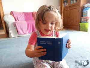 Sara a ler a bíblia 2