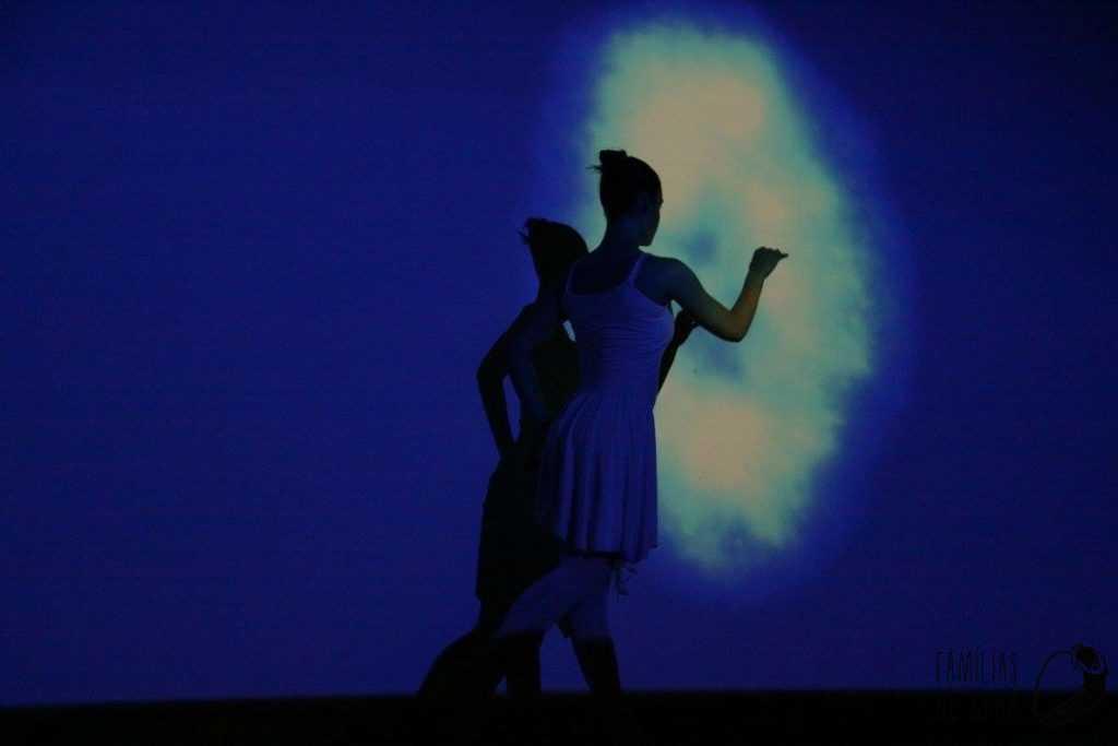 Clarinha a dançar com luz 2