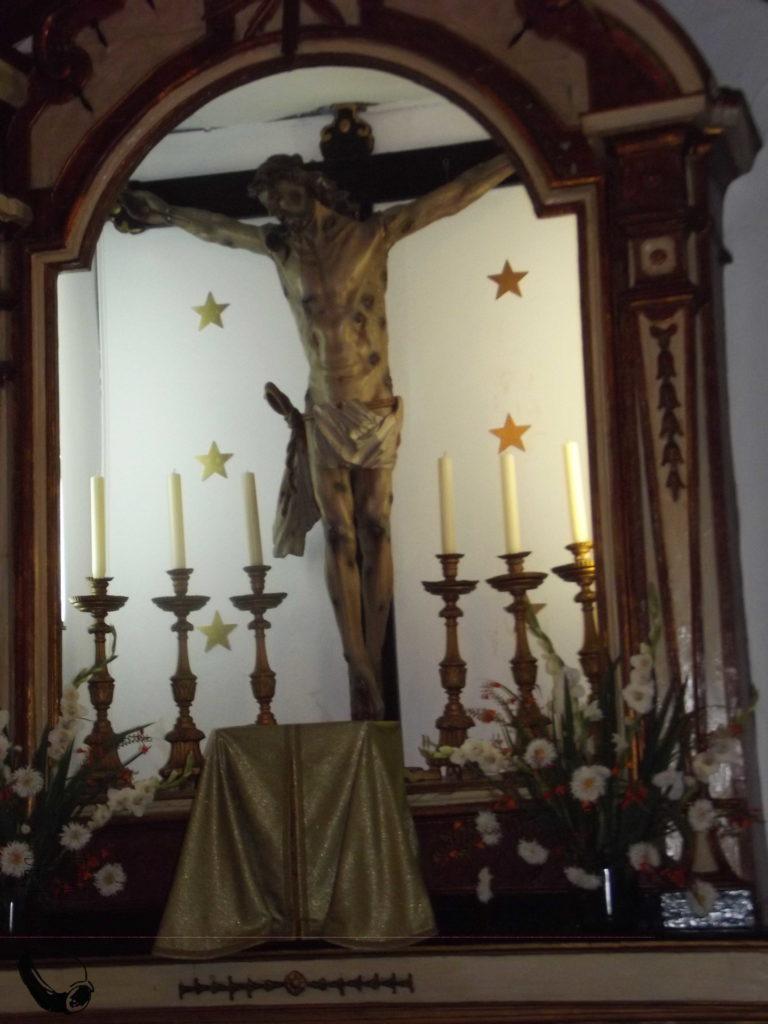 Cruz e sacrário da igreja da Raposa