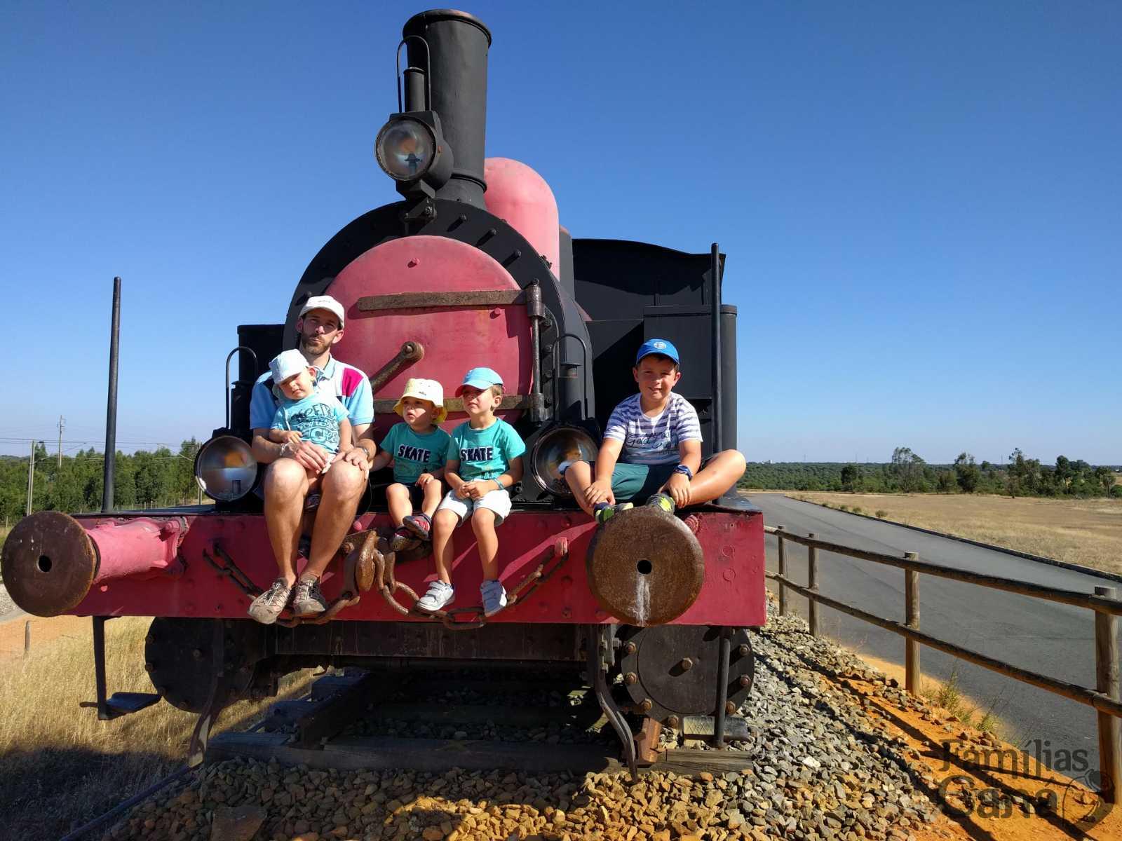 Apanhámos o comboio para a santidade em família!